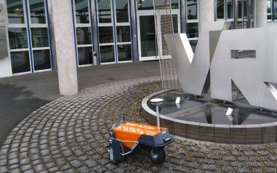 Robot Plotter überquert die Grenze nach Deutschland: Volkmann & Rossbach hat die Schaufel